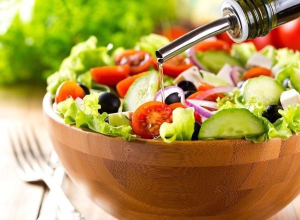 Салат, заправленный кунжутным маслом
