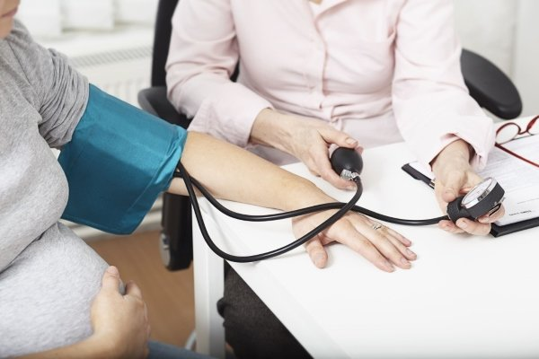 Чем опасно и как снизить высокое давление при беременности?