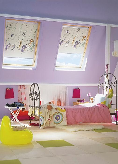 Рулонные шторы в интерьере детской комнаты