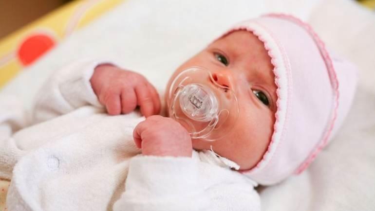 Нужно ли давать пустышку новорожденному