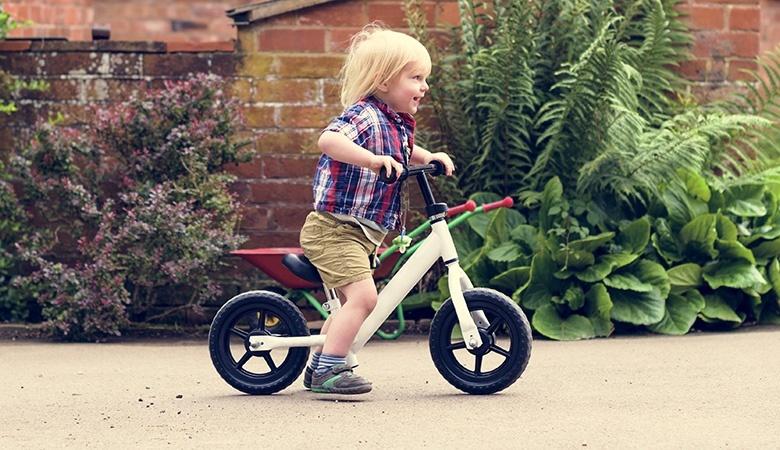 Детский беговел — развитие координации и равновесия