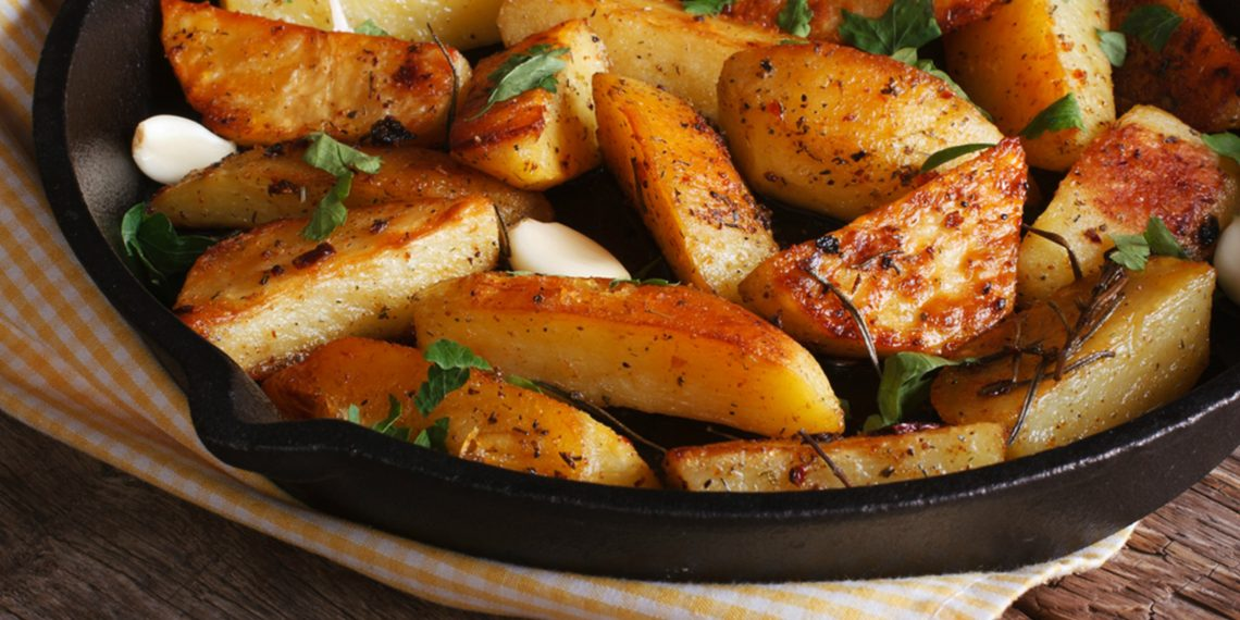 Рецепт картофеля в духовке по деревенски